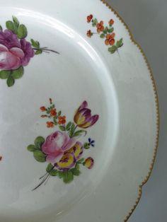 XVIII° Assiette Décor Bouquets Manufacture De La Reine Rue Thirioux Paris 24 Cm, Biarritz Antiques, Proantic