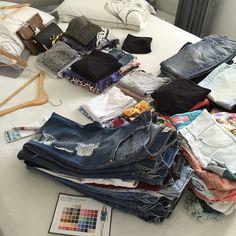 Um guarda-roupa organizado é sinônimo de mais liberdade e versatilidade na hora de se vestir.