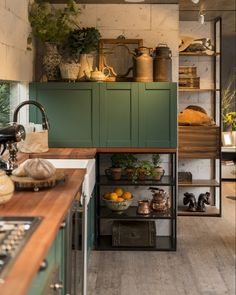 Emily Henderson Updated Kitchen Trends 2018 Cabinet On Counter Kitchen Decor, Kitchen Inspirations, Interior Design Kitchen, Home Kitchens, Vintage Kitchen, Kitchen Design, Country Kitchen Designs, Kitchen Remodel, Country Kitchen