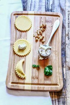 Ravioli di pasta fresca fatta in casa con ripieno ...