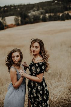 Cute Friend Pictures, Friend Photos, Sibling Photo Shoots, Friendship Photoshoot, Friend Poses Photography, Best Friends Shoot, Portrait, Girls, Blog