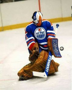 The National Hockey League (NHL) pits 30 teams who play against each other throughout the regular season in North America with the goal of earning a playoff Hockey Shot, Hockey Helmet, Hockey Goalie, Ice Hockey, Hockey Pads, Goalie Mask, Masked Man, Vancouver Canucks, Edmonton Oilers