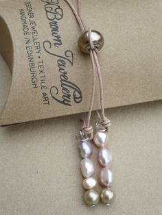 Check out this item in my Etsy shop https://www.etsy.com/uk/listing/249225849/pearl-larait-swarovski-crystal-pearl