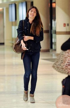 I love Jennifer Carpenter's casual chic style. I'd love to dress like this daily (ankle boots, skinny jeans, and a sensible but stylish coat).