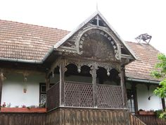 Kalotaszeg népi építészete - táj-kert Old Country Houses, Old Houses, Wooden Gates, Modern Cottage, Traditional House, Art And Architecture, Hungary, 1, Cabin
