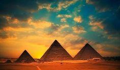 Pirámides de Giza con una preciosa puesta del sol, El Cairo, Egipto.