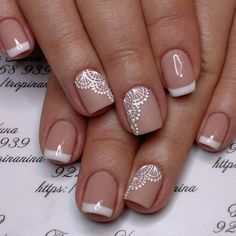 False nails have the advantage of offering a manicure worthy of the most advanced backstage and to hold longer than a simple nail polish. The problem is how to remove them without damaging your nails. Fall Nail Art Designs, Diy Nail Designs, Lace Nail Art, White Lace Nails, Lace Art, Bride Nails, Wedding Nails Design, Luxury Nails, Fabulous Nails