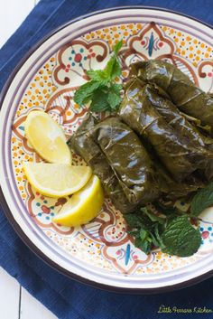 Vegetarian stuffed grape leaves filled with basmati rice, chickpeas and aromatic herbs. Lebanese Recipes, Jewish Recipes, Real Food Recipes, Healthy Recipes, Greek Recipes, Easy Recipes, Healthy Food, Yummy Food, Grape Leaves Recipe