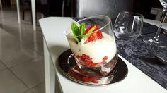Tartare de fraise et sa mousse au chocolat blanc Bovetti du chef Matisse Lequitte - Restaurant au jardins d'ô ! Pasta, Matisse, Panna Cotta, Pudding, Restaurant, Ethnic Recipes, Desserts, Food, Gardens