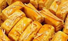5 Resep dan Cara Membuat Kue Kastengel Renyah - Tokopedia Blog Cookie Recipes, Snack Recipes, Snacks, Ramadan, Rissoles Recipe, Indonesian Food, Chocolate Cookies, Cake Cookies, Hot Dog Buns
