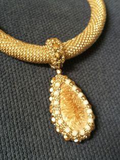 Ceramiczny kaboszon w złocie