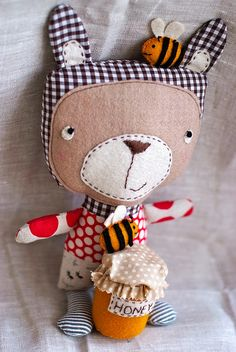 honey bear by rebeccalefeuvre, via Flickr