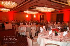 This Fourth Estate Audio client wanted fiery red Chicago uplighting for its Christmas party at the Hilton Lisle-Naperville. http://www.discjockey.org