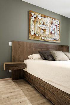 Recámara King con cajones en base de cama. Cuadro de Juan Ibarra. Diseño por Estudio Negro