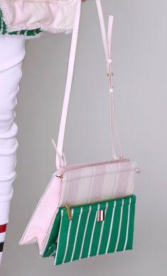 Thom Browne Pre-Fall 2019 Fashion Show Big Fashion, Curvy Fashion, Fashion Bags, Fashion Show, Womens Fashion, Fashion 2018 Trends, Thom Browne, Amazing Women, Bag Accessories