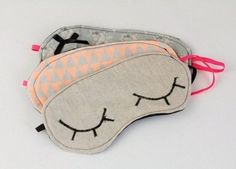 Sleep Mask | 21 Easy Sewing Projects You Can Give as Gifts for Your Teens