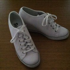 a8e437bb8 Women s Wedge Sneaker Shoe White Canvas Wedge Lace Shoe •• Worn only twice  •• Good Condition Shoes Wedges
