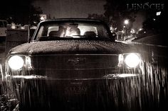 kiss in the rain. '66 Mustang. photo by http://lenoce.com/blog/