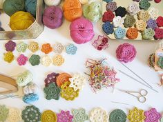 crochet. Florecitas de crochet, para cortinas, guirnaldas,...¡solo falta imaginación!