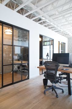 (Image credit: Bethany Nauert) Name: Bitium offices, designed by Kate Strickland of West Haddon Hall Location: Main Street in Santa Monica, California Size: Ssquare feet, 2 floors Years worked… Office Space Design, Modern Office Design, Office Interior Design, Office Interiors, Office Designs, Modern Interior, Loft Office, Office Workspace, Office Decor