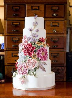 I think this might be the most beautiful cake I've seen yet!  Love the vintage floral look!!