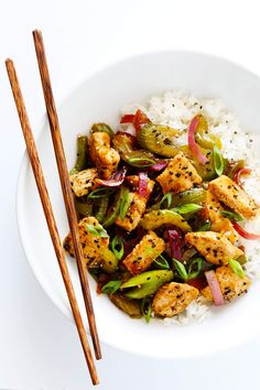 This 20-Minute Black Pepper Chicken recipe is quick and easy to make, and tastes even more delicious than the restaurant version! Feel free to sub in shrimp or tofu or beef or pork (in place of chicken), and add any of your other favorite veggies to the stir-fry. One of my favorite Chinese take-out recipes...made at home! | gimmesomeoven.com