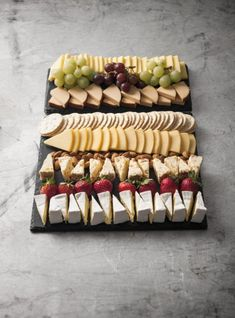 A favourite all year round Serves people Platter Includes: Tasty Cheese Dutch Smoked Cheese Dutch Edam Cheese Apricot & Almond Fruit Cheese Brie Cheese Pl Snacks Für Party, Appetizers For Party, Appetizer Recipes, Caprese Appetizer, Shower Appetizers, Caprese Skewers, Fruit Kabobs, Christmas Appetizers, Fruit Snacks