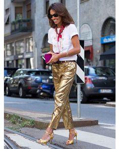 Viviana 👯 at Dolce&Gabbana show #ss17 #vivianavolpicella #dolcegabbana #mfw #womenswear #milanfashionweek #fashionweek #style #streetfashion #fashionshow #stylish #streetstyle #streetphotography #streetsnap #milanomoda #milanomodadonna #fashion #fashiongram #fashiongirl #moda #mode #instafashion #nofilter