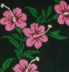 Beaded Cross Stitch, Cross Stitch Patterns, Felicia, Needlework, Beads, Crafts, Cross Stitch Bird, Table Toppers, Needlepoint