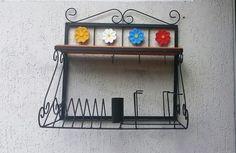 Paneleiro com prateleira de madeira - flores