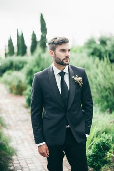 Handsome groom: http://www.stylemepretty.com/little-black-book-blog/2015/02/27/tuscany-meets-south-africa-wedding-inspiration/ | Photography: Lisa Poggi - http://www.lisapoggi.com/