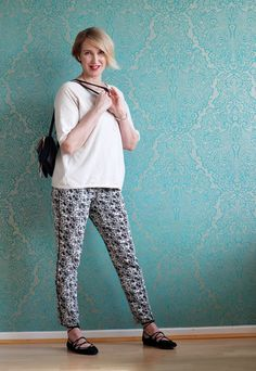 A fashion blog for women over 40 and mature women Sweater+ Shoes: Zara Pants: Dorothee Schumacher Bag: Chloé