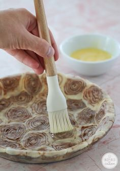 Cinnamon Roll Pie Crust for an Apple Pie...