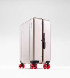 Floyd's hard shell suitcases will excite even the most experienced travelers with their supreme quality, clever packaging solutions and high attention to detail Clever Packaging, Gold Fronts, Packaging Solutions, Metal Texture, Suitcase, Cool Designs, Cabin, Travel Bag, Product Design