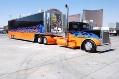 "Truck, Big Rig, Peterbilt custom ""Old truckers never die, they just get a new Peterbilt. I want mine to look like this Show Trucks, Big Rig Trucks, Dump Trucks, Old Trucks, Peterbilt 379, Peterbilt Trucks, Custom Peterbilt, Custom Big Rigs, Custom Trucks"