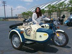 Ural Motorcycle with Sidecar Vintage Bikes, Vintage Motorcycles, Custom Motorcycles, Vintage Cars, Steampunk Motorcycle, Ural Motorcycle, Motorcycle Outfit, Lady Biker, Biker Girl