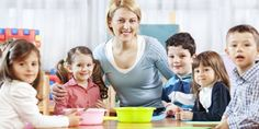 Kennenlernspiele im Kindergarten helfen Deinem Kind, Gemeinsamkeiten mit den anderen Gruppenmitgliedern festzustellen.