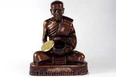 Bucha Statue Ruun Aju Yuen Thai Amulett des ehrwürdigen Luang Phu Kambu Kutangtachitto Toh (Phra Khru Piboon Wanakit), Abt des Wat Kut Chom Phu,   vom 26.05.2555 (2012). Der ehrwürdige Luang Phu Kambu erschuf die Statue in einer nummerierten Kleinserie von nur 299 Stück, hier angeboten wird die Statue Nummer 20.