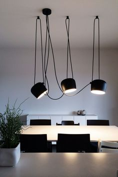 Find inspiration for your dining room lighting design no matter the style or size. Get ideas for chandeliers, drum lights, or a mix of fixtures above your dining table. inspiration for Dining Room Lighting Ideas to add to your own home. Dining Room Lighting, Rustic Lighting, Cool Lighting, Interior Lighting, Italian Lighting, Lighting Ideas, Room Interior, Casa Patio, Mid Century Modern Lighting