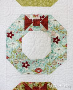Welcome home with the Holiday Homecoming block in the Deck-ade the Halls Quilt Along!