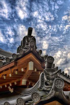 The roof detail of Sumadera temple, Kobe, Japan會 Gris Perle Reve會 Amazing Architecture, Architecture Details, Pavilion Architecture, Sustainable Architecture, Residential Architecture, Contemporary Architecture, Hiroshima, Kobe City, Taiwan