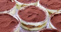 A tiramisu recept, amit mindig is meg akartál szerezni Small Desserts, Fun Desserts, Dessert Recipes, Paleo Recipes, Italian Desserts, Italian Recipes, Tiramisu Cups, Dessert Parfait, Dessert Original