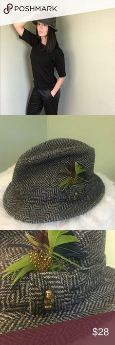 Men's Vintage Hush Puppies Tweed Fedora Large An Oldie but a Goodie! This Men's Hush Puppies hat is truly a classic piece of headwear for a guy or a gal! Welcome in Fall 2017 with this debonair hat, complete with feathers and the gold Hush Puppy emblem. Size: Men's Large Hush Puppies Accessories Hats