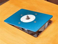 Hang a Router….Perfectly Surfire router plate installation By Jennifer Feist Are you tempted by the benefits of owning a router table plate but hesitate to take the plunge because of the hassles… Cool Woodworking Projects, Woodworking Workshop, Woodworking Techniques, Popular Woodworking, Wood Projects, Router Diy, Router Woodworking, Woodworking Magazine, Woodworking Tools