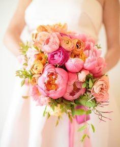 #trendalert Bouquet maravilhoso de peônias by @wildheartflowers planning by @amynichoisse and venue @sugarbeachevents . . . . . #destinationwedding #beachwedding #casamentonapraia #summer #praia #love #bridalbouquet #wedding #bouquet #summerwedding #travel #bride #weddingdecor #instagood #weddingideas #weddinginspiration #weddingphotography #flower