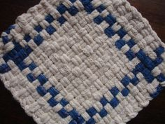 Blue and White Potholder Loom, Potholder Patterns, Loom Patterns, Shape Patterns, Homemade Potholders, Red And White Kitchen, Weaving Projects, Hot Pads, Shower Gifts