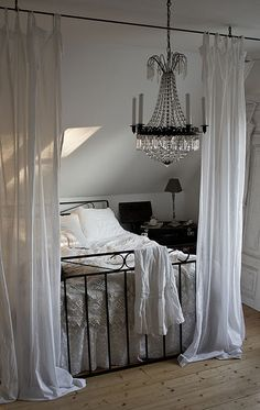 Curtain rod at the end of the bed, pretty and adjustable space divider