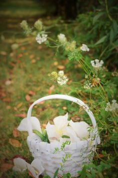 Our white, Emma basket with a handle, is the perfect accessory for your flower girl. The smallest size is perfect for little hands to hold while dropping petals down the aisle. Here comes the bride!