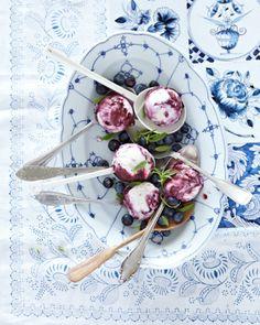 Blueberry icecream with whipped cream and curd cheese / Blaubeereis mit Sahne und Quark