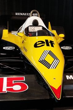 La Renault F1 RE40, vice-championne 1983 avec Alain Prost Alpine Renault, Renault Sport, Alain Prost, Gp F1, Formula 1 Car, Motorcycle Design, Vintage Race Car, Grand Prix, Cars And Motorcycles